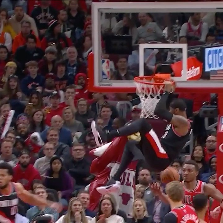 takes it baseline for the SLAM in Chicago!...
