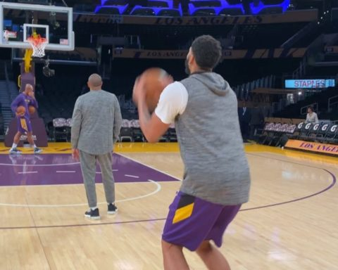 warms up from the logos at home! ... :  : 9:30pm/et : NBA LEAGUE PASS...