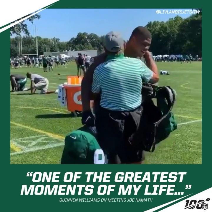 Nothing like meeting an NFL legend.  (via livlandisjets/TW)  ...
