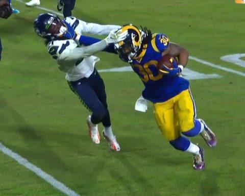 This  stiff arm. Whoa. - :  on NBC : NFL app // Yahoo Sports app...