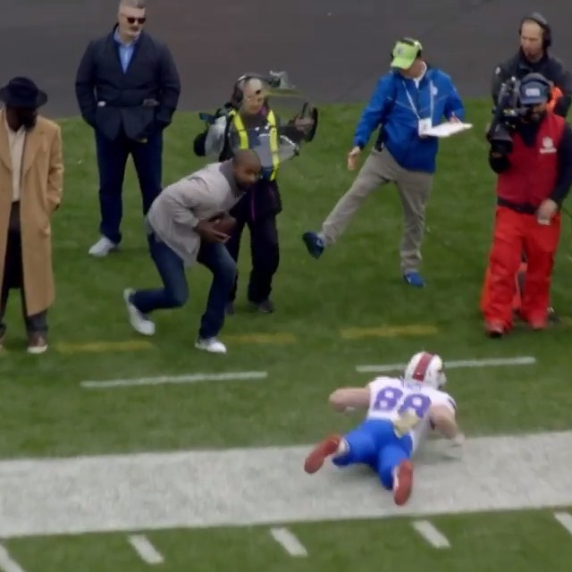 came out of retirement on this play.  :  on  (h/t ...