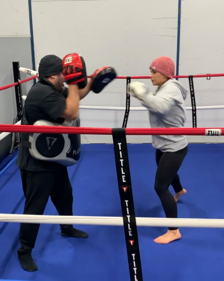 Working that straight boxing ...
