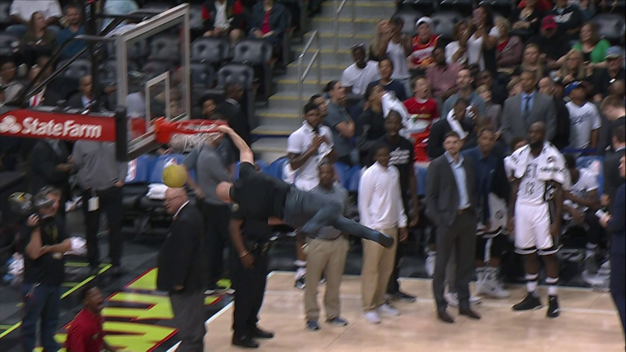 Fan Trampoline Dunk and Crazy Reaction In Atlanta!