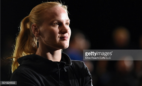 Valentina Shevchenko defeats Holly Holms